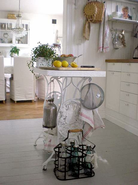 21 DIY Recycled Sewing Machine Ideas