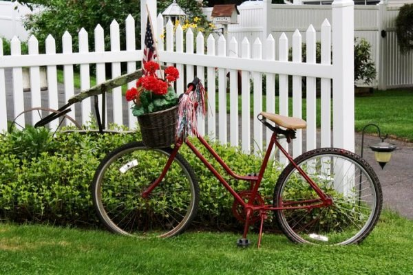17 Old Bikes In The Garden – Upcycle Them!